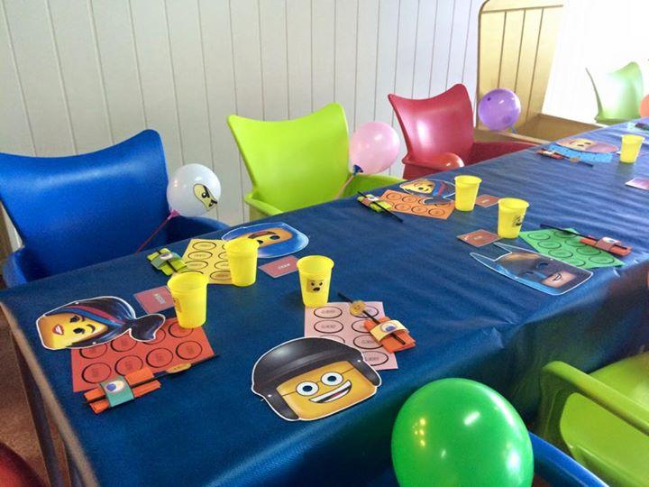 decoración mesa de cumpleaños temática lego movie, la pelicula