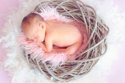 bebe-recien-nacido-durmiendo-educadiver