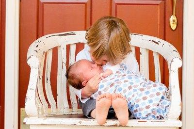 bebe-y-hermanito-educadiver