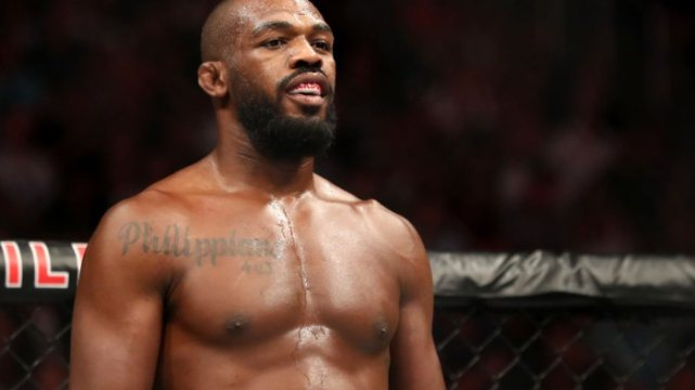 """Jon Jones responde crítica sobre últimas lutas no UFC e provoca atleta brasileiro: """"Quando ele estará pronto?"""""""