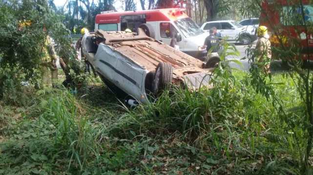 Homem fica ferido após veículo tombar, em Ibirama