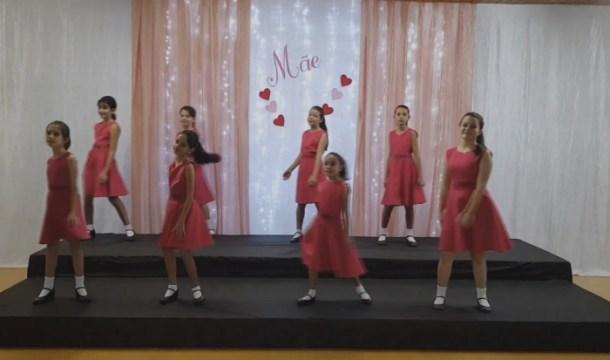 Meninas Cantoras de Taió gravam música em homenagem ao Dia das Mães