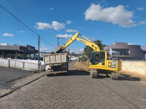 Iniciam as obras para o recapeamento da Avenida Luiz Bertoli, em Taió