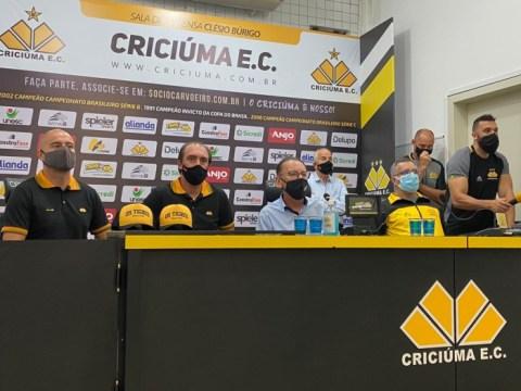 Criciúma apresentou nova comissão técnica nesta quarta-feira (Foto: Eduardo Prestes / NSC TV)