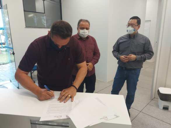 Foto Divulgação – Assinatura termo de parceria
