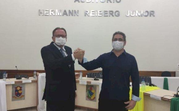 Prefeito e vice de Santa Terezinha são absolvidos pela Justiça Eleitoral