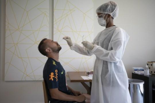 Everton Ribeiro faz teste de Coronavírus (Foto: Lucas Figueiredo / CBF)