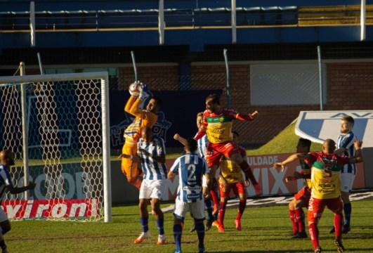 Leão sofreu sete gols nos últimos cinco jogos (Foto: Cael Sobral / Avaí FC)