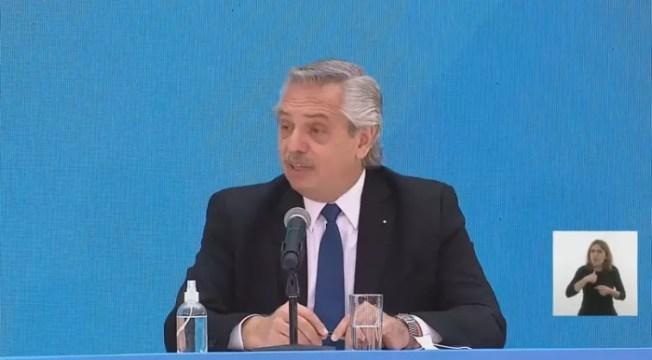 O presidente argentino Alberto Fernández foi criticado ao afirmar que brasileiros vieram da selva (Foto: Reprodução / CNN)