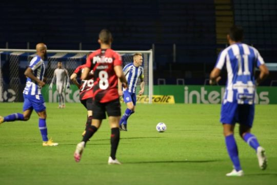 Avaí e Athletico ficaram no 1 a 1 (Foto: Frederico Tadeu / Avaí FC)