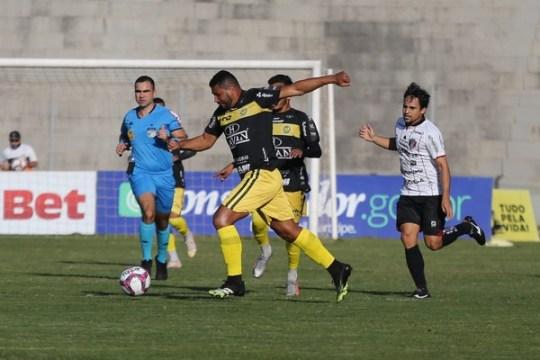 Carlos Henrique abriu o placar para o FC Cascavel. Joinville buscou o empate no segundo tempo (Foto: Felipe Fachini / FC Cascavel)