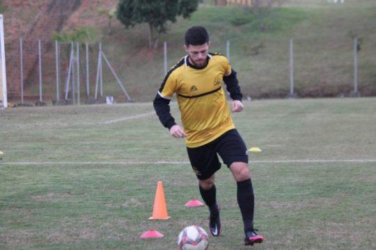 Volante Eduardo comemora a boa fase na equipe (Foto: Celso da Luz / Criciúma EC)