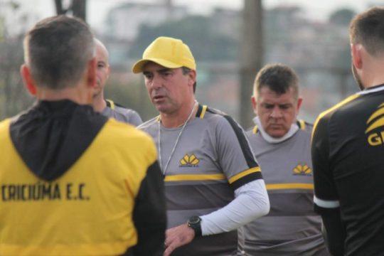 Técnico Paulo Baier destaca que o Tigre não jogará retrancado contra o América-MG (Foto: Celso da Luz / Criciúma EC)