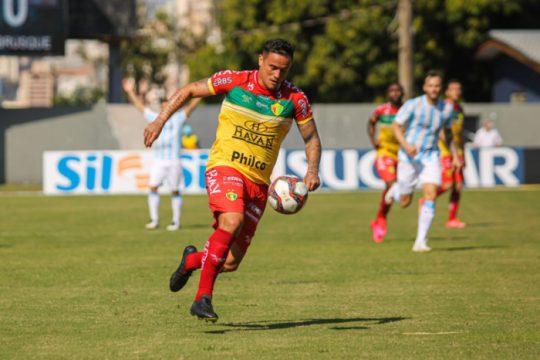 Atacante Edu marcou o gol da vitória Quadricolor contra o Londrina, no Paraná (Foto: Lucas Gabriel Cardoso / Brusque FC)