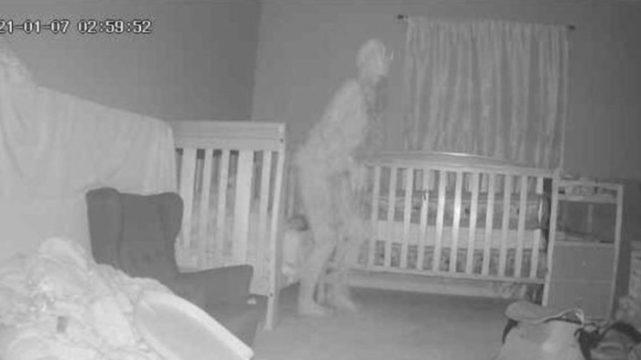Aparição fantasmagórica assustou a mulher (Foto: Reprodução)