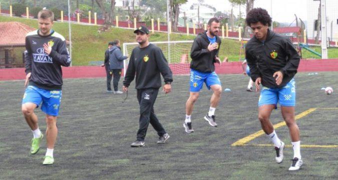 Everton Alemão, Juliano e Vivico trabalharam separados a parte física com o preparador Lamil Valêncio (Foto: João Vítor Roberge)