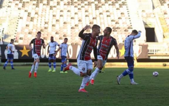 Yann Rolim (no centro) fez o gol Tricolor que garantiu a vitória por 1 a 0 diante do Aimoré, o segundo dele na competição (Foto: Vitor Forcellini / JEC)