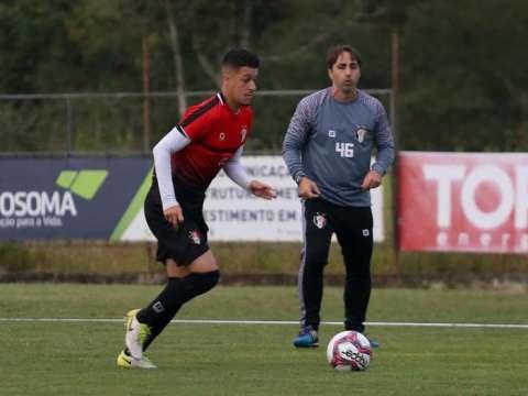 Técnico Leandro Zago acredita que o treino da semana deixa a equipe pronta para a estreia (Foto: Vitor Forcellini / JEC)