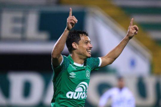 Mike comemora o segundo gol da Chapecoense (Foto: Márcio Cunha / ACF)
