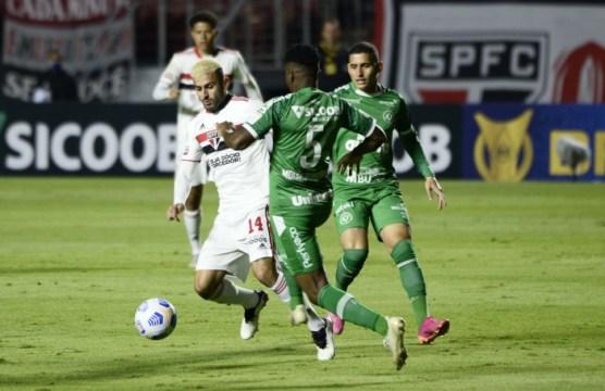 Moisés Ribeiro se machucou no primeiro minuto de jogo contra o São Paulo (Foto: Marcos Ribolli)