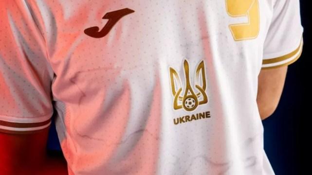 Novo uniforme da seleção da Ucrânia (Foto: Reuters)