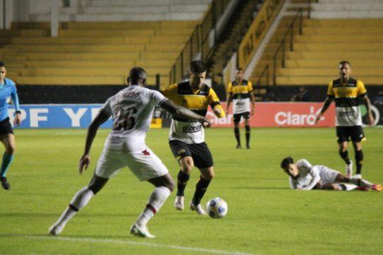 Criciúma venceu a primeira partida contra o Fluminense por 2 a 1 jogando em casa (Foto: Celso da Luz / Criciúma EC)