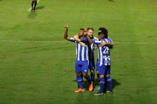Jonathan é um dos retornos para enfrentar o Vitória (Foto: Frederico Tadeu / Avaí FC)