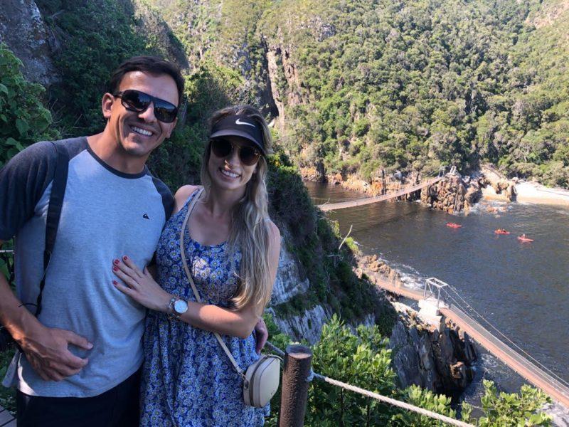 Casal de SC lança livro sobre 1ª viagem de namoro em meio a lockdown na África do Sul
