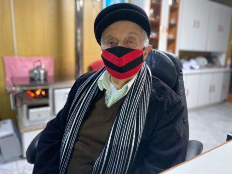 Viterbo Souza Oliveira, de 90 anos, já assistiu 50 nevadas, mas não gosta do frio (Foto: Jacson Botelho / ND)
