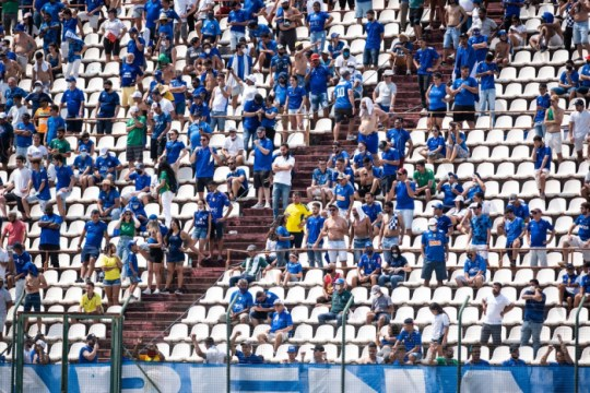 Torcida do Cruzeiro na Arena do Jacaré (Foto: Bruno Haddad)