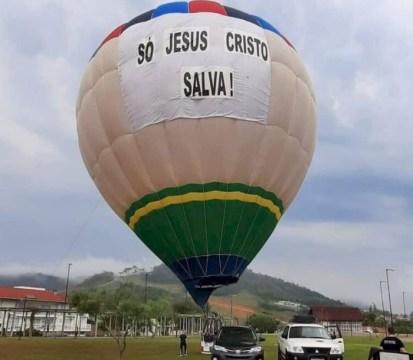 """Balão com mensagem religiosa, chama a atenção de moradores do Alto Vale: """"Só Jesus Cristo salva!"""""""