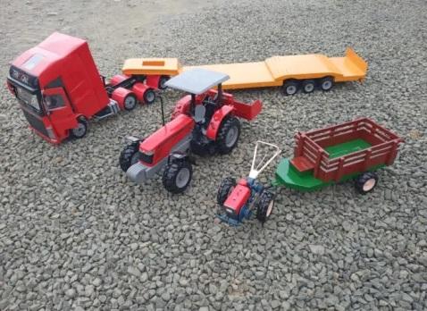 Morador de Salete fabrica brinquedos em miniatura