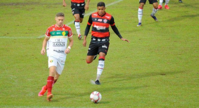 Marlone fez seu segundo jogo como titular (Foto: Marcio Costódio / O Município)