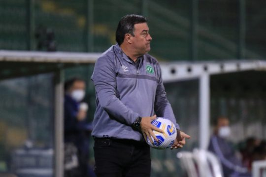 Ceará x Chapecoense se enfrentam em jogo direto na luta contra o rebaixamento