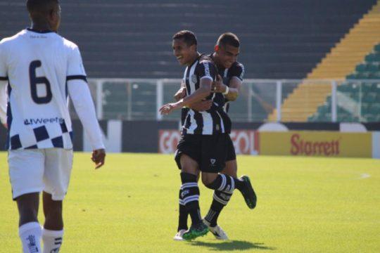 Andrew foi um dos autores do gol da vitória do Figueirense no primeiro turno (Foto: Patrick Floriani / Figueirense)