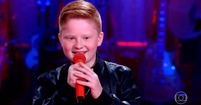 Catarinense Gustavo Bardim canta neste domingo (26) na final do The Voice Kids