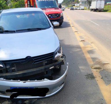 Bombeiros Voluntários atendem colisão traseira entre dois carros em Ibirama