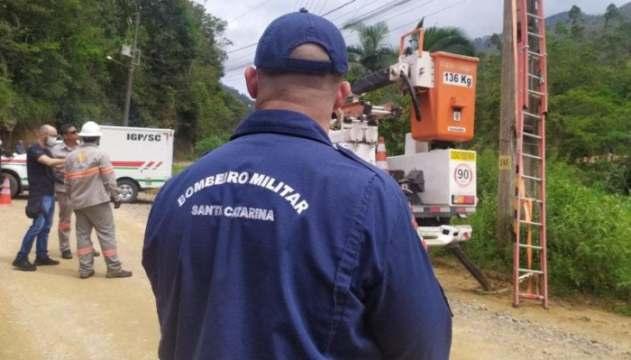Trabalhador morre ao levar choque em poste de energia elétrica