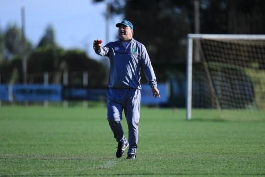 Com desfalques e provável mudança na formação, Chapecoense enfrenta o Athletico-PR