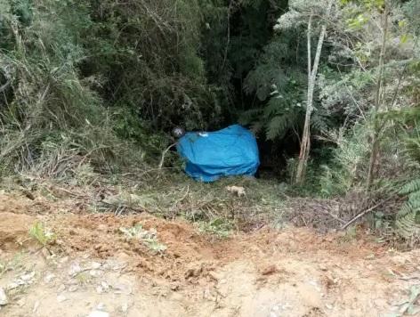 Veículo de vereador cai em ribanceira no interior de Vitor Meireles