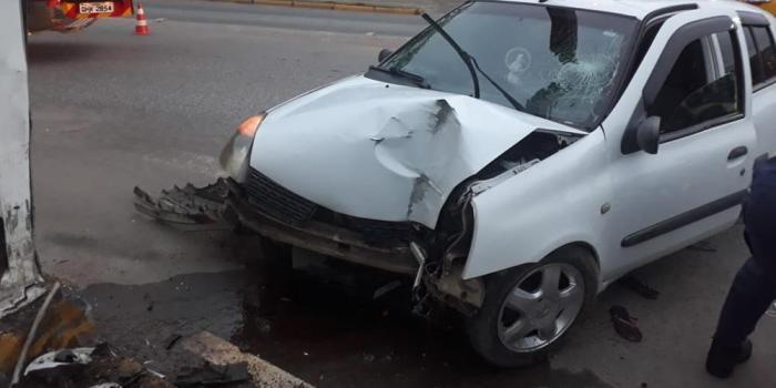 Mulher sofre suspeita de TCE após veículo bater no portal da cidade de Laurentino