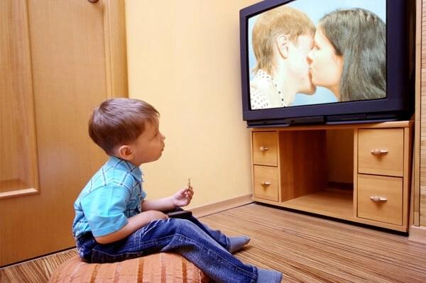 Escuela de padres: pautas para la eduación de los niños y la violencia en televisión
