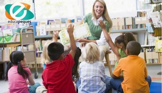 la asamblea en la escuela infantil