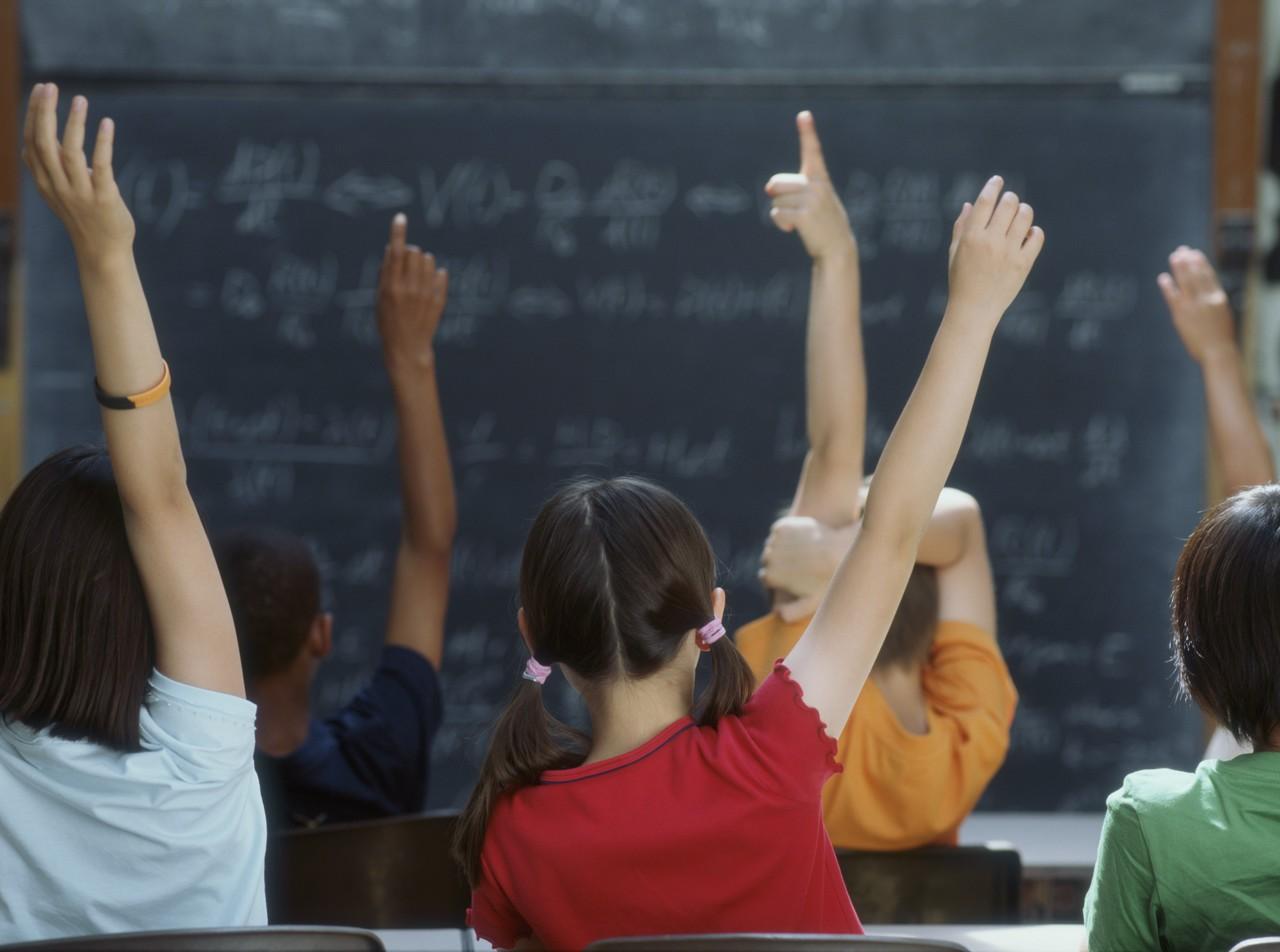 Risultato immagini per insegnanti anziani in aula