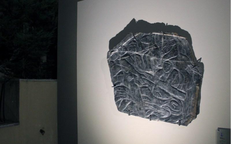 La scultura Nel silenzio mi parli…, IX Stazione della Via Crucis (2007) di Antonello Pilittu (credits: pagina Facebook Collegio Augustinianum)