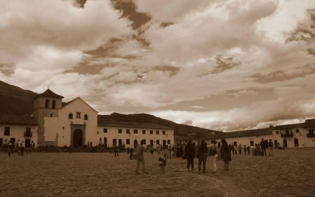 Domingo en la plaza Villa de Leyva, Boyacá, Colombia