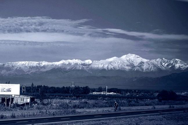 Cordillera andina carretera a Mendoza, Mendoza, Argentina