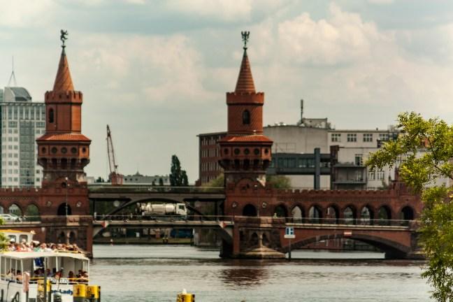 El puente Berlin, Aloemania
