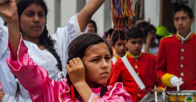 El desfile Villa de Leyva, Boyacá, Colombia