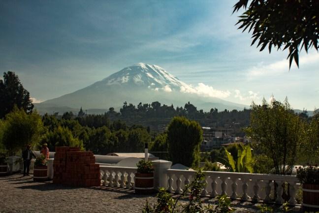 Vista del volcán Misti ciudad de Arequipa, Arequipa, Perú